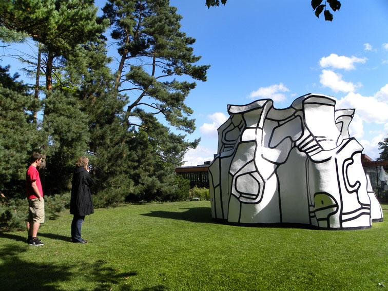Paseo por el parque de esculturas
