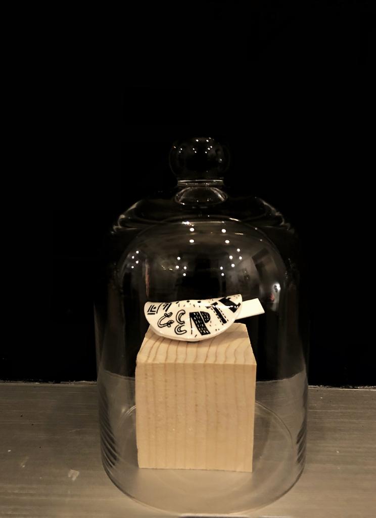 Aintzane De Luna en la exposición colectiva 'Felices Años 20' en la Galería Mad is Mad